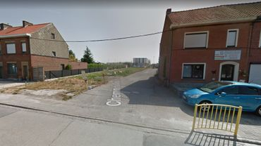 """Ce """"passage"""" a été aménagé en parking. En conséquence, le stationnement sur les trottoirs ne sera plus toléré."""