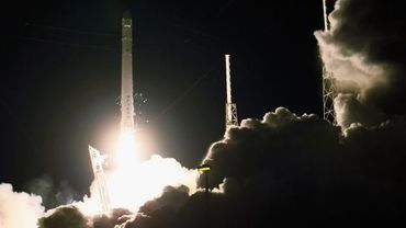 La fusée Falcon 9 emporte Dragon