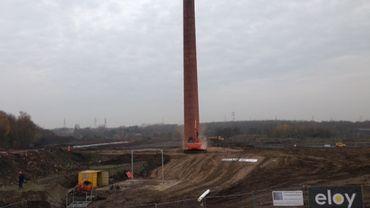 La cheminée, juste avant sa démolition.