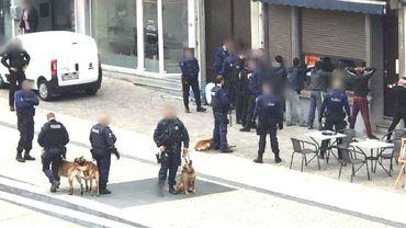 Intervention rapide et efficace de la police carolo sur la place de la Digue ce mercredi