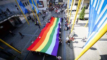 """Illustration: des homosexuels, bisexuels et transgenres manifestent pour le respect des droits humains lors de la """"Belgian Pride"""""""