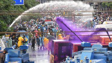 Des canaux à eau ont été utilisés contre les manifestants
