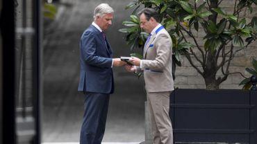 Bart De Wever offre son dernier livre au roi Philippe