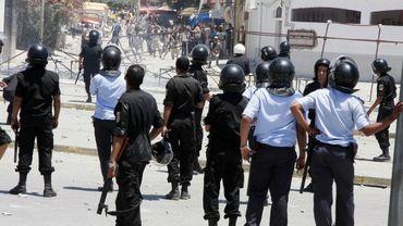 Affrontements avec la police dans les rues de Tunis