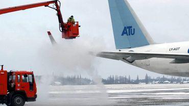 Dégel d'un avion à l'aéroport de Bierset (2005)