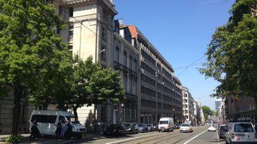 Alerte à la bombe, rue de la Régence bouclée.