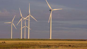 Electrabel souhaite implanter 10 éoliennes à proximité de l'échangeur autoroutier E411/E25 (illustration).