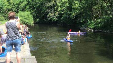 """""""Le 4 mai, on pourra faire du kayak"""": oui, mais non. Confusion autour de ce symbole du déconfinement en Belgique"""
