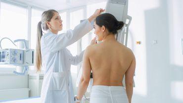 Cancer du sein : attention aux signes chez les femmes jeunes.