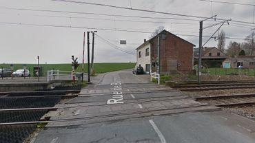 Une voiture a été percutée par un train au passage à niveau de Blanmont dans la commune de Chastre en Brabant wallon. Cela se trouve entre Gembloux et Ottignies.