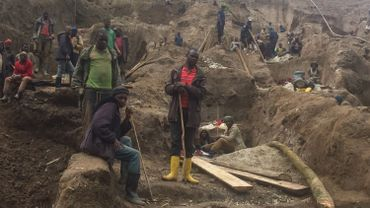 """""""Avec l'insécurité, et l'incapacité de l'État, de mobiliser les capitaux nécessaires pour gérer les mines, une économie informelle s'est mise en place"""""""