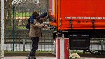 La police britannique retrouve 15 personnes dans un camion