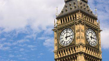 """Le nom de Big Ben est bien souvent utilisé pour qualifier la tour abritant l'énorme cloche de 13,7 tonnes, qui sonne toutes les heures et émet un """"bong"""" différent tous les quarts d'heure"""