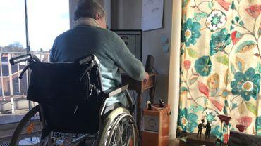 Josiane, une bénévole bruxelloise de 89 ans, héberge des migrants dans son appartement