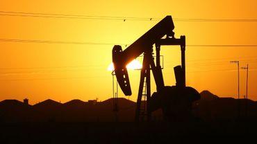 Une station de pompage de pétrole dans la région de Midland au Texas (Etats-Unis), le 21 janvier 2016