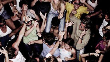 Coronavirus: la police interrompt une fête rassemblant une cinquantaine de participants en Flandre