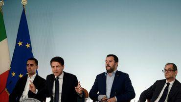 Le ministre italien du travail Luigi Di Maio, Le président du Conseil Giuseppe Conte, Le vice-premier ministre et ministre de l'Intérieur Matteo Salvini et le ministre de l'Economie et des finances Giovanni Tria à Rome le 15 octobre 2018