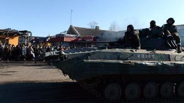 Un véhicule blindé des forces séparatistes prorusses à Debaltseve dans la région de Donetsk (est de l'Ukraine), le 22 février 2015