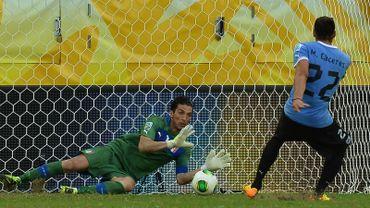 Buffon impérial lors des tirs au but face à l'Uruguay