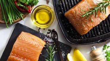 Une alimentation riche en poisson, pommes de terre bouillies, fruits entiers, légumes, légumineuses et huile d'olive et pauvre en jus peut réduire le risque de cancer de la prostate agressif chez les hommes.