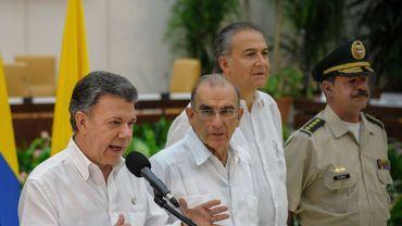 Le gouvernement du président Juan Manuel Santos et la guérilla des Forces armées révolutionnaires de Colombie sont en pourparlers de paix depuis novembre 2012 à Cuba.