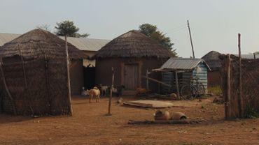 Le village compte environ un millier d'habitants, dont 113 femmes accusées de sorcellerie.