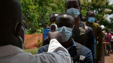 """L'OMS se dit """"préoccupée"""" par les cas de coronavirus en Afrique."""