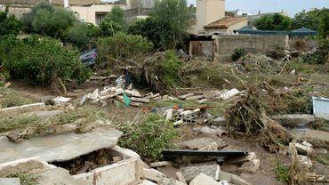 Des débris laissés par les inondations sur l'île de Majorque, aux Baléares, le 10 octobre 2018
