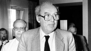 Jean Defraigne photographié en juin 1985. Durant sa carrière, il fut avocat, ministre, ministre d'État, parlementaire européen ou député.