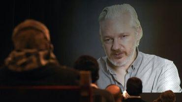 Le fondateur de Wikileaks, Julian Assange, lors d'une visioconférence à Buenos Aires le 9 septembre 2015