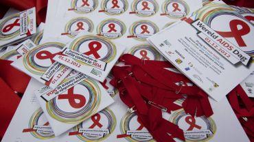 Récolter 16.000 mains levées pour la Journée mondiale du sida