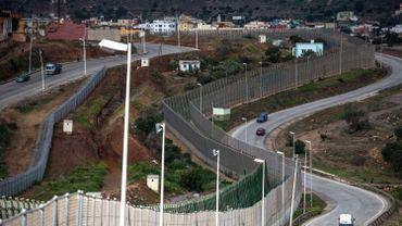 Asile et migration: une soixantaine de migrants franchissent la frontière entre l'Espagne et le Maroc à Melilla