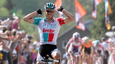 Philippe Gilbert loin devant ses adversaires au sommet du Mur de Huy