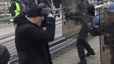 Gilets jaunes: qui est ce boxeur pro qui a roué de coups des gendarmes français ?