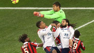 Lyon et Denayer perdent à Nice, la 2e place s'éloigne