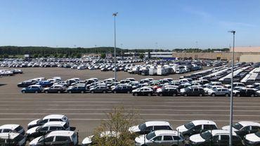 Des voitures neuves en attente de livraison. Comment relancer le marché automobile ?