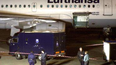 """Coronavirus : Lufthansa confirme des """"discussions avancées"""" sur un paquet d'aides de 9 milliards"""