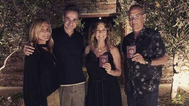 Les 2 célébrités ont reçu leurs passeports respectifs de la part du premier ministre grec Kyriakos Mitsotakis