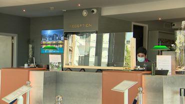 Covid-19: les hôtels restés ouverts s'adaptent
