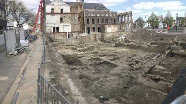 Le site, près de la confluence de Sambre et Meuse, est peuplé depuis la plus haute antiquité