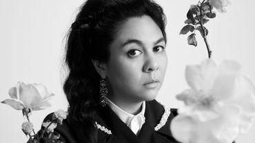 Après une année vierge, H&M reprend ses collaborations avec des créateurs de mode en donnant carte blanche à Simone Rocha.