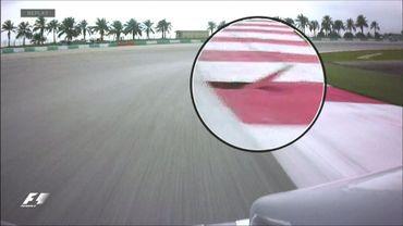 F1: La spectaculaire sortie de piste de Grosjean à cause d'une bouche d'égout
