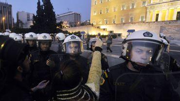 Austérité: en Grèce, on peut louer les policiers et leurs hélicoptères