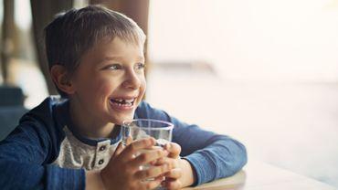 Une meilleure hydratation pour favoriser la capacité à se montrer multitâche chez les enfants?