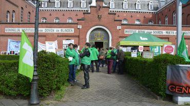 Le syndicat chrétien flamand a mené une action ce lundi devant l'Institut royal de Woluwé-Saint-Lambert.
