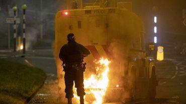 Cocktails molotov, bus incendié: le Premier ministre britannique condamne les nouvelles violences en Irlande du Nord