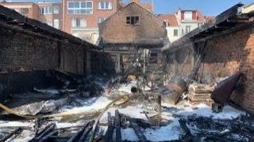 Anderlecht : un atelier détruit par le feu rue de Neerpede