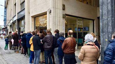 L'exposition consacrée aux sculptures de Picasso attire de nombreux visiteurs.