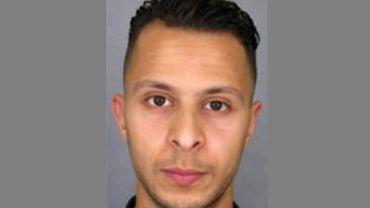 Attentats de Paris: Salah Abdeslam déposé samedi à Bruxelles par les deux individus sous mandat d'arrêt