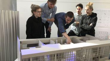 Baptiste Huchamt, Simon Makart, Céline Leroux, Elena Casalino et Riccardo Maria Giannelli, étudiants en architecture, imaginent la chambre du futur au CHU de Liège.